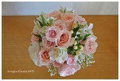 Ramo de novia vintage en tonos pastel. Vintage wedding bouquet. Arreglos Florales para iglesia. http://www.benditasflores.com/