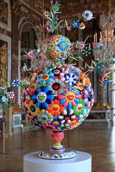 Sculpture de Murakami exposée au Palais de Versailles