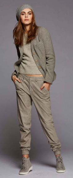 Polo Ralph Lauren PF16 Joggers Outfit, Polo Dress Outfit, Grey Outfit, Dress Outfits, Fashion Outfits, Ralph Lauren Dresses, Ralph Lauren Fashion, Ralph Lauren Style, Kaki Outfits