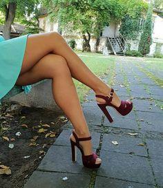 Leggz, leggz and I luv leggz! Sexy Legs And Heels, Hot High Heels, Platform High Heels, Perfect Legs, Great Legs, Nice Legs, Beautiful High Heels, Beautiful Legs, Pantyhose Heels