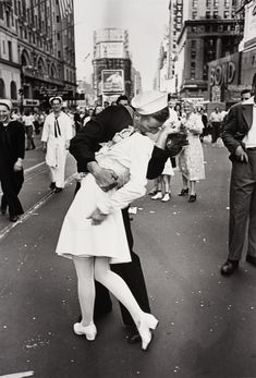 hith vj day kiss-Getty Images-1218020