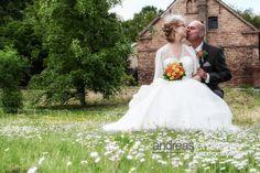 Ein Blick aus dem Fenster: Vogelgezwitscher, Sonne, die ersten Blümchen blühen .. Es wird Frühling :-) .. die beste Zeit zum Heiraten und für wunderschöne Hochzeitsfotos ..  ein paar Termine für die diesjährige Hochzeitssaison sind derzeit noch frei. Dies wird Euer Jahr: 0171 – 6068677  Euer Hochzeitsfotograf aus Berlin #hochzeitsfotograf #hochzeitsfotografie #hochzeitsfotografberlin #hochzeitsfotografieberlin