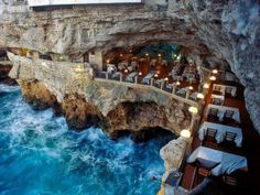 Top 30 Best Restaurants with amazing views. Check them out!