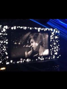 harry crying at MSG <3 ... Proves that real men cry :') :'(
