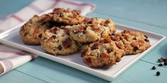 The ultimate Canadian cookie made irresistible by combining maple, oats and a double dose of bacon in the cookies and to garnish. A generous amount of chocolate chips ties this salty-sweet cookie together. Bacon Cookies, Oatmeal Chocolate Chip Cookie Recipe, Oatmeal Cookie Recipes, Sweet Cookies, Drop Cookies, Chocolate Chips, Maple Syrup Recipes, Cheesecake, Food Network Canada