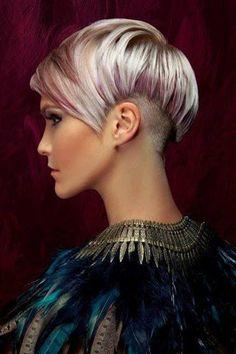 Blond Lila Pixie Haarschnitt