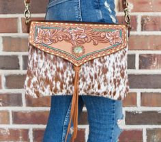 Tooled Leather Purse, Leather Tooling, Leather Purses, Leather Handbags, Leather Art, Unique Purses, Cute Purses, Estilo Country, Cowhide Bag