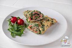 Op zoek naar een snel en voedzaam koolhydraatarm lunch recept? Dan is deze eiwrap gevuld met gerookte zalm, spinazie, roomkaas en cherrytomaten perfect. #koolhydraatarm #lunch #ei #zalm #wraps #gezondeten Tortilla Burrito, Healthy Snacks, Healthy Recipes, How To Cook Fish, Vegetable Pizza, Clean Eating, Food Porn, Brunch, Food And Drink