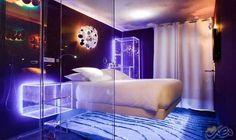 """فندق """"سيفين"""" في باريس يوفر لك تجربة…: يُعتبر فندق """"سيفين"""" في باريس من أكثر الفنادق غرابة في العالم فكل محتوياته تدل على أنك تعيش في الفضاء…"""
