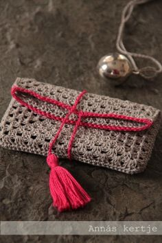 crochet clutch--just a pic but an easy hack