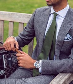 Green Tie - A Bold Fashion Detail That Will Make You Look Perfect - Gentleman Lifestyle Mens Fashion Blog, Bold Fashion, Suit Fashion, Fashion Vintage, Fashion Styles, Fashion Photo, Style Fashion, Fashion Beauty, Fashion Tips