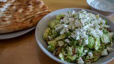 Herfstsalade met spruitjes en appel Guacamole, Mexican, Ethnic Recipes, Curry, Food, Salad, Grilling, Curries, Eten