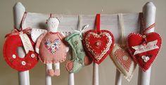 Cute and Creative Christmas Ornaments & Decoration Ideas for 2014 Christmas Craft Fair, Felt Christmas Ornaments, Noel Christmas, Felt Crafts, Handmade Christmas, Holiday Crafts, Handmade Ornaments, Button Ornaments, Fabric Ornaments