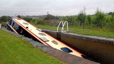 CANAL NARROW BOATS | narrowboat stuck in a lock off Offerton Lane, Worcester