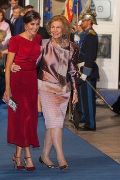 Queen Fashion, Royal Fashion, Couture Fashion, Jw Moda, Easy Homecoming Hairstyles, Peplum Dress, Dress Up, Estilo Real, Spanish Royal Family