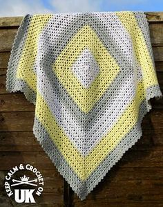 FREE RAVELRY PATTERN This simple crochet baby blanket is an easy to follow pattern great for beginning crocheters to use for their very first crocheted afghans.