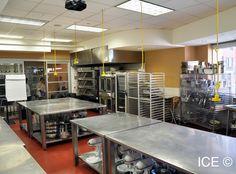 Kitchen Layout For Bakery - Kitchen Bakery Store, Home Bakery, Bakery Cafe, Bakers Kitchen, Bread Kitchen, Baking Storage, Commercial Kitchen Design, Central Kitchen, Bakery Interior
