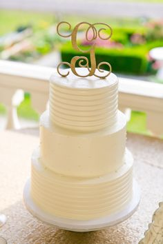 LOVE getting photos from happy birds!  A gold glitter G makes a statement on a simple but elegant cake.