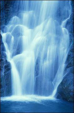 Waterfall in Waimea Valley, north shore Oahu, Hawaii