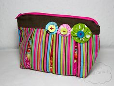 beautybag with inverted pleat
