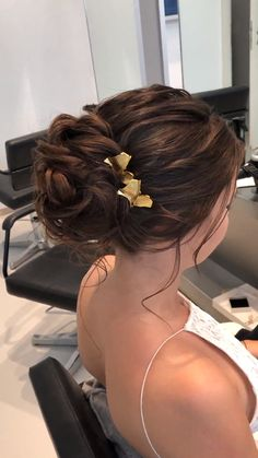 Videoanleitung Hochsteckfrisur Updo made easy! In my video training, I guide you step by step through the creation of loose, elegant and romantic bridal hairstyles. Bridal Makeup, Wedding Makeup, Bridal Hair, Red Lip Makeup, Hair Makeup, Wedding Hair Inspiration, Vintage Bridal, Bride Hairstyles, Ombre Hair