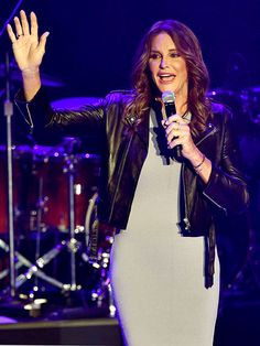 Caitlyn Jenner makes a surprise appearance at Boy George concert.