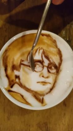 wow Harry Potter Gif, Harry Potter Characters, Harry Potter Universal, Harry Potter Hogwarts, Harry Potter World, Coffee Latte Art, My Coffee, Maisie Williams, Daniel Radcliffe