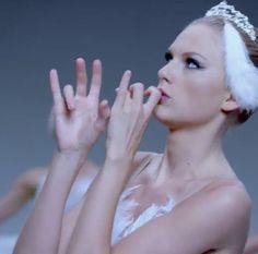 Taylor swift shake it off music video