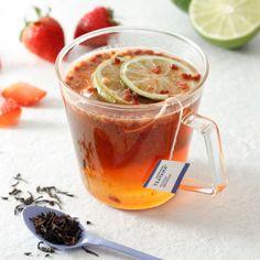 スターバックスストロベリーとライムの果肉をプラスした紅茶ストロベリーティーを発売