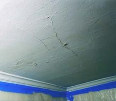 repair house How to Fix Plaster Ceilings. Techniques for reattaching plaster ceilings and easy tips for plaster ceiling repair. Plaster Ceiling Repair, Repairing Plaster Walls, Repair Ceilings, Plaster Repair, Diy Plaster, Ceiling Texture Types, House Journal, Cabin In The Woods, Home Fix
