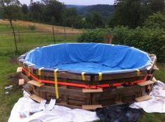 Pallet swimming pool!! This is just too cool!!!