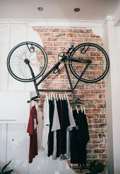 clothes-hanger-bicycle-rack - How to upcycle your old bicycle - Old Bicycle, Bicycle Rack, Bicycle Decor, Bicycle Shop, Bicycle Parts, Bicycle Design, Diy Dressing, Dressing Room, Hanging Bike Rack