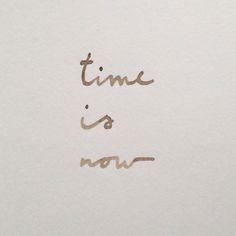El tiempo es ahora por eso no esperes. No dejes para mañana lo que puedes hacer hoy. Es dificil de hacerlo pero hay que intentarlo.  A veces puede ser muy tarde :(