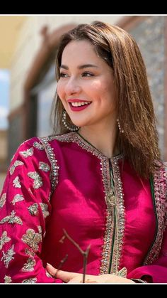 Dress Neck Designs, Stylish Dress Designs, Designs For Dresses, Beautiful Pakistani Dresses, Beautiful Hijab, Stylish Dresses For Girls, Stylish Girl Images, Balochi Dress, Blouse Dress