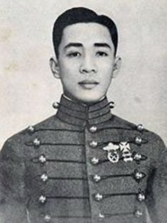 Ramon Alcaraz, PMA cadet, organized the Philippine Marines, 1940s #kasaysayan #geni #pinoy #classpicture Navy Ranks, The Silver Star, Going To California, Bataan, Boxing Champions, Class Pictures, Military Academy, On The Issues