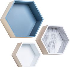 Cechy i korzyści: Pojemnik Sense składa się z 3 elementów. Można je dowolnie zestawiać ze sobą. Mogą funkcjonować w poziomie jako pojemniki oraz w pionie jako oryginalne ramki eksponujące wybrane ...