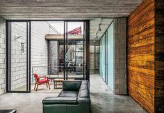 casa mipibu | projeto: terra e tuma arquitetos associados | feita com blocos…