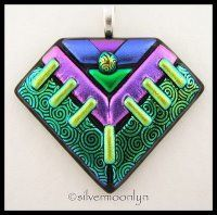 Gorgeous Fused Glass Pendants · Glass Art | CraftGossip.com