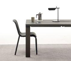 ineke-hans-drawer-table-designboom01