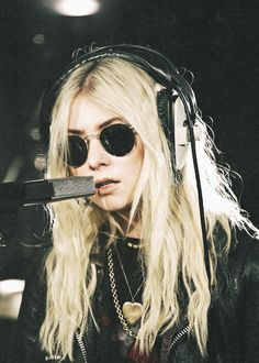 Taylor Momsen, Madness (Muse) cover