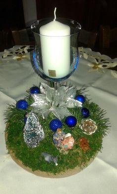 Centrotavola natalizio bianco blu con natività