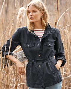 Packing the right amount of easy attitude, our belted cargo jacket takes you through the week and weekend. In a technical twill with a chic snap closure, roll-or-not sleeves, and the option to wear it unbelted for a shirt-like look.