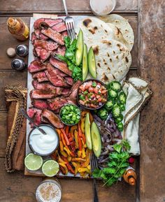 food platters / food ` food recipes ` food cravings ` food videos ` food photography ` food platters ` food and drink ` food dinner Grilled Chicken Fajitas, Steak Fajitas, Barbecued Chicken, Party Food Platters, Food Dishes, Main Dishes, Cooking Recipes, Healthy Recipes, Diet Recipes