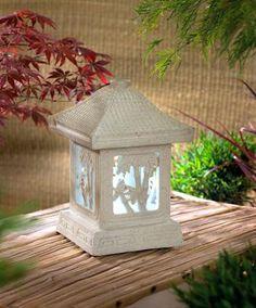 Lampe solaire 'Osaka', en forme de pagode  www.bakker.fr