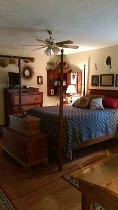 Primitive bedrooms lovely primitive country bedrooms primitive bathrooms country primitive colonial home decor primitive bedrooms on . Colonial Bedroom, Colonial Home Decor, Colonial Decorating, Colonial Furniture, Decorating Ideas, Decor Ideas, Cozy Bedroom, Girls Bedroom, Bedroom Decor