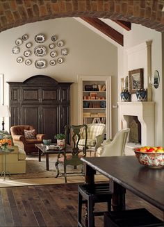 Love the hanging plates - looks perfectly balanced - would hate dusting them!