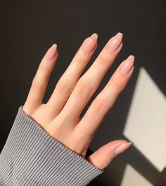 Semi-permanent varnish, false nails, patches: which manicure to choose? - My Nails Hair And Nails, My Nails, Oval Nails, Shellac Nails, Minimalist Nails, Best Acrylic Nails, Dream Nails, Nagel Gel, Stylish Nails