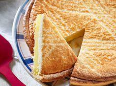 Avec les lectrices reporter de Femme Actuelle, découvrez les recettes de cuisine des internautes : Gâteau basque à la fleur d'oranger de Philippe Etchebest