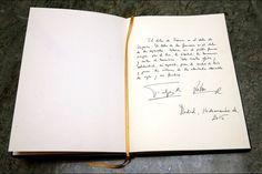 Le message de condoléances du roi Felipe VI et de la reine Letizia d'Espagne à l'ambassade de France à Madrid, le 14 novembre 2015
