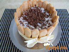 Recept za Diplomatsku kafa tortu. Za spremanje torte neophodno je pripremiti piškote, mleko, šećer, orah, vodu, rum, margarin, kafu, čokoladu.